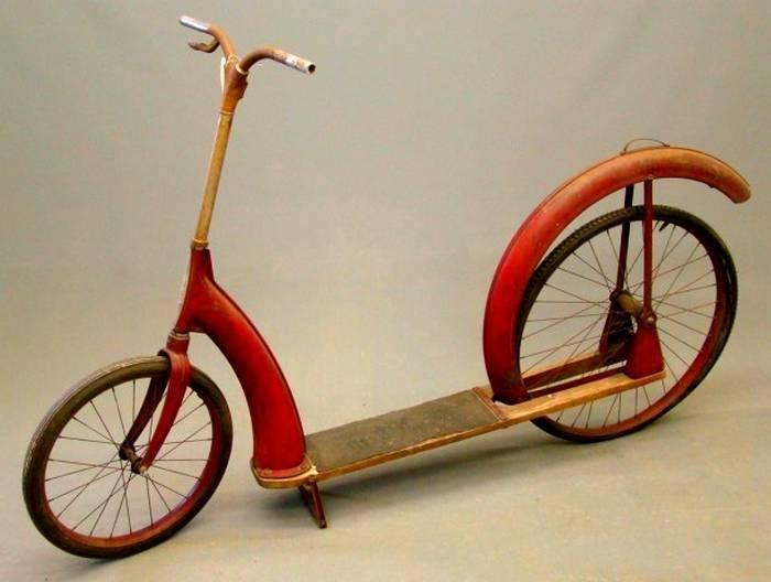 Trottinette Ingo Bike, première version ( châssis en bois, 1937 )
